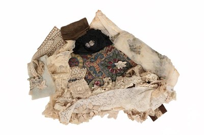 Lot 2040 - Assorted Late 19th/Early 20th Century Lace...
