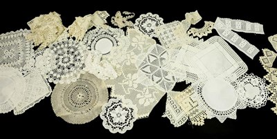 Lot 2005 - Assorted White Linen, comprising damask table...