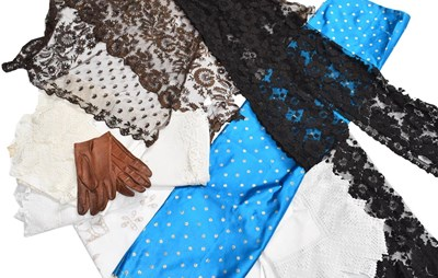 Lot 1024 - Assorted lace remnants, cotton and other...