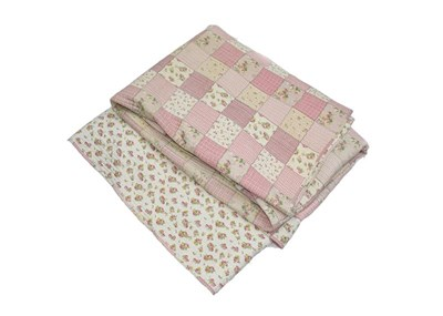 Lot 1028 - A 20th century pink floral patchwork quilt,...