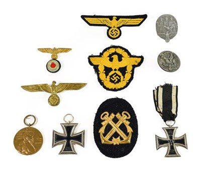 Lot 76 - A Collection of German Third Reich Militaria,...
