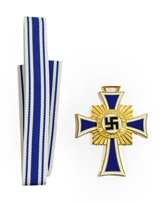 Lot 96 - A German Third Reich Mother's Cross, in gold,...