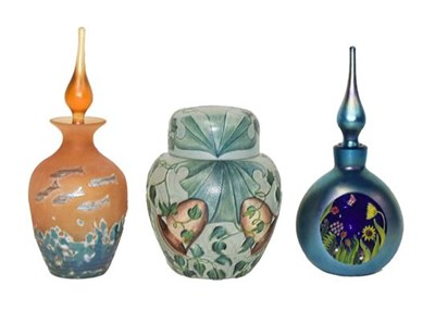 Lot 1 - Okra glass, comprising: a ginger jar and cover...
