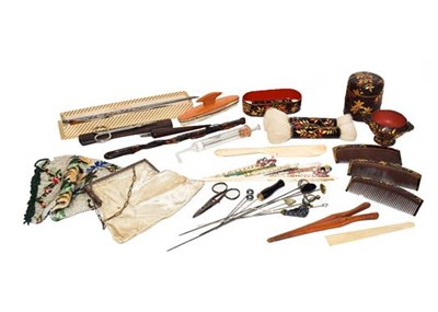 Lot 29 - A tray of assorted items, including: Victorian...