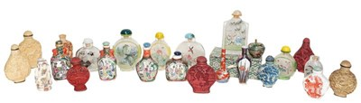 Lot 61 - A large quantity of modern Chinese snuff...