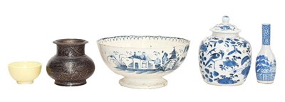 Lot 88 - A late 18th century Pearlware bowl painted...