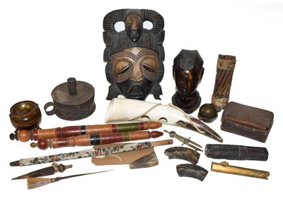 Lot 34 - A tray of tribal carved souvenir items...