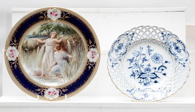 Lot 24 - A 19th century Vienna porcelain cabinet plate,...