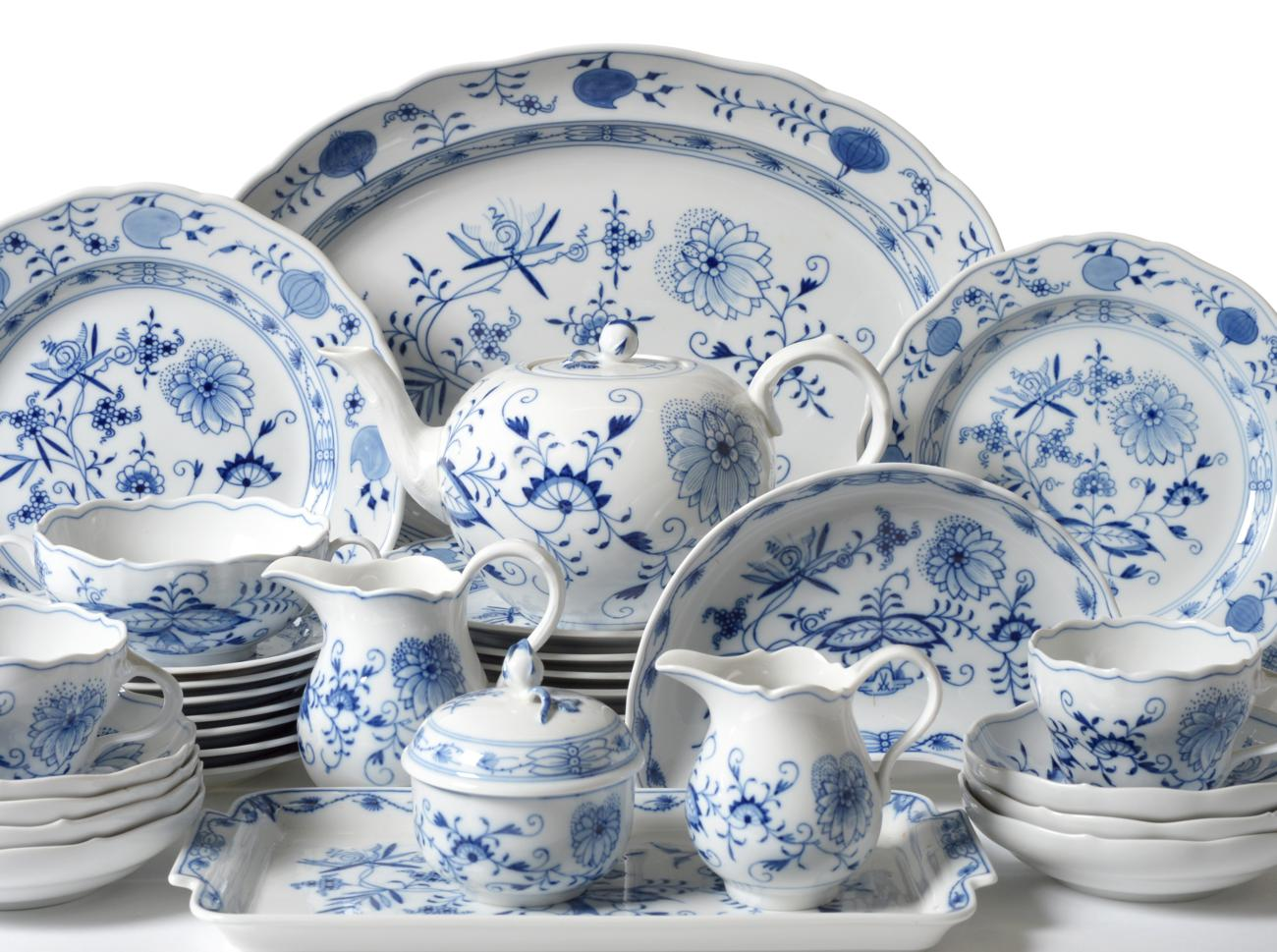 Lot 43 - A Meissen Porcelain Onion Pattern Part Dinner Service, comprising seven écuelles and eight stands