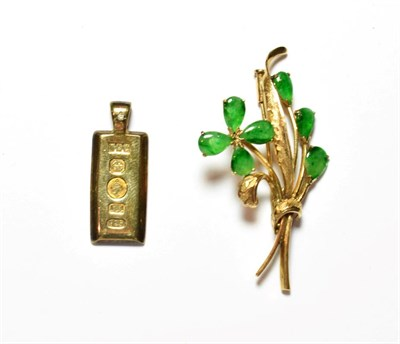 Lot 61 - A green stone floral spray brooch, stamped '14K', length 5.5cm; and a silver ingot