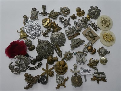 Lot 18 - A tray of assorted military cap badges etc including King's own Scottish Borderers, Argyl &...