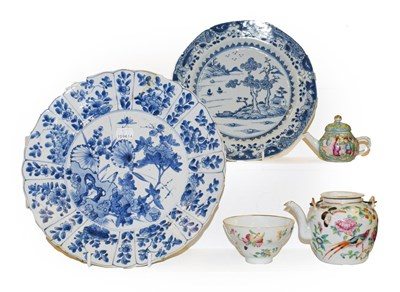 Lot 52 - A tray of Chinese porcelain including a Kangxi blue and white dish painted with flowers under a...