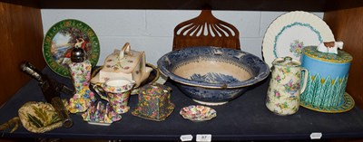 Lot 87 - A group of ceramics including a majolica cheese dome and base, various chintz tea wares, blue...