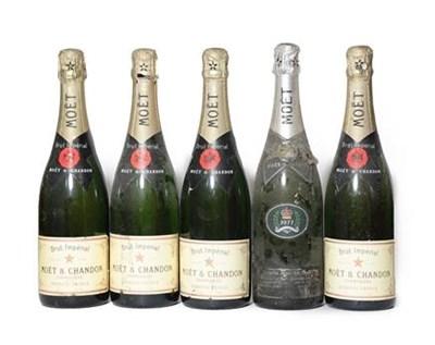 Lot 2004 - Moët & Chandon 1977 Silver Jubilee (one bottle), Moët & Chandon Brut Imperial NV (four...