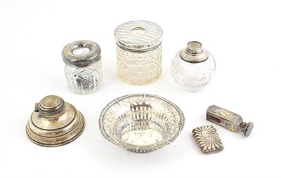 Lot 68 - A tray of assorted silver items, including: a capstan inkwell, Birmingham, 1938, desk seal, London