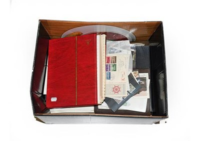 Lot 2011 - Sorter's Carton with piles of unsorted Australia 1913 to modern in albums and on pages, other...