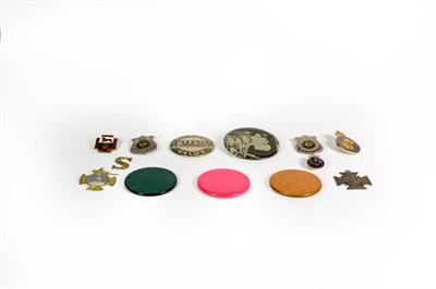 Lot 92 - A small quantity of button badges, bone alphabet letters etc