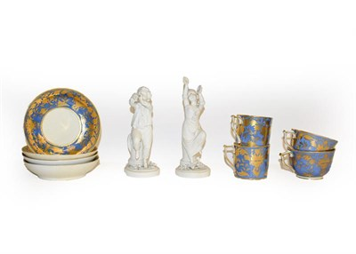 Lot 27 - A tray of 18th century and later English porcelain including Caughley teawares with wet blue...