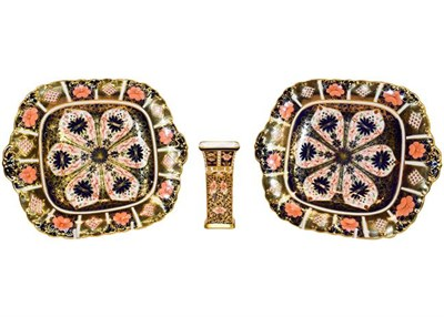 Lot 20 - Royal Crown Derby Imari: A pair of cake plates and a small vase (3)
