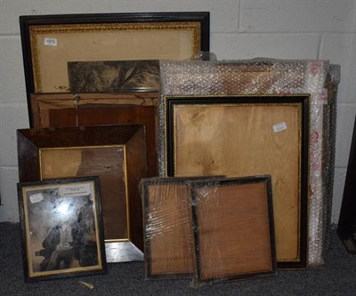 Lot 1073 - A group of 19th century prints and frames