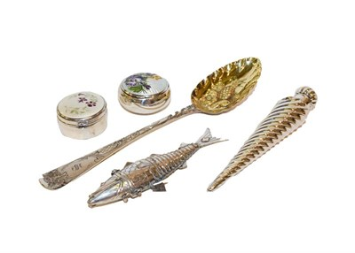 Lot 69 - A collection of silver and objects of vertu, comprising a Victorian spiral-fluted scent bottle,...