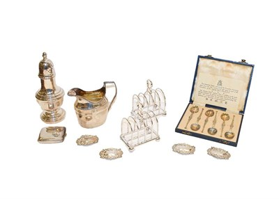 Lot 90 - A collection of assorted silver, including a George III silver cream jug, London. 1801, an...