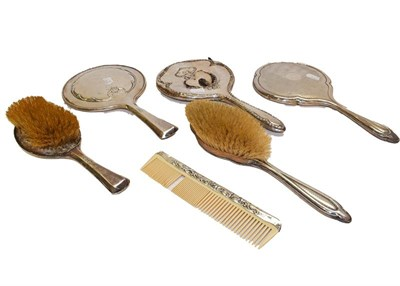 Lot 94 - A collection of dressing table items