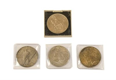 Lot 2095 - USA, 3 x 'Peace' Dollars: 1922, 1924 & 1925, all unevenly toned but with underlying lustre VF...